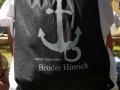 Mit Broder Hinrick-Rucksack auf Konzertreise im Sommer 2018.