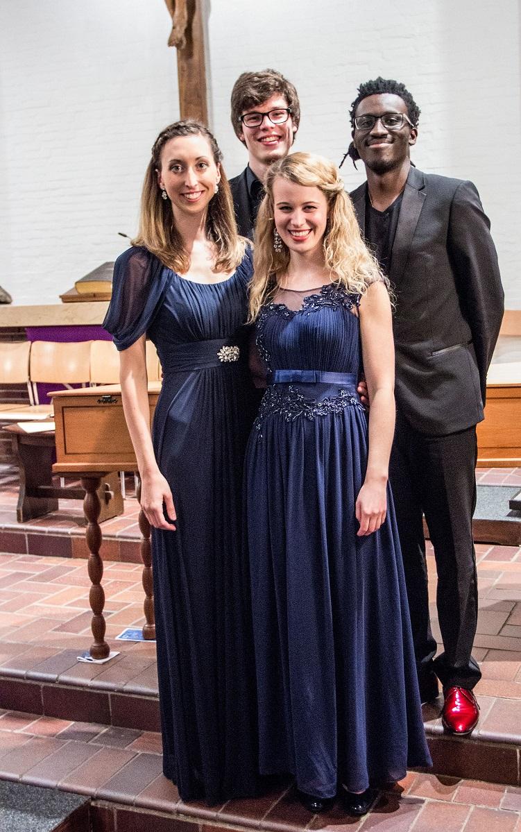 Simon Obermeier mit Solisten der Musikhochschule Hamburg.