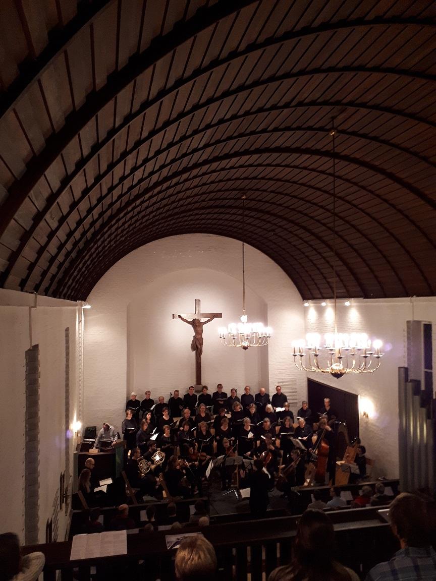 Kantorei Broder Hinrick singt Requiem von Fauré.
